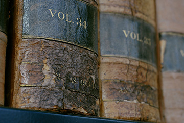 Law books including the American and English Annotated Cases volumes from 1914 adorn the shelves in the University of Wisconsin Law Library Feb. 19, 2007 on the UW-Madison campus. ©UW-Madison University Communications 608/262-0067 Photo by: Aaron Mayes Date: 02/07 File#: D200 digital camera frame 5912